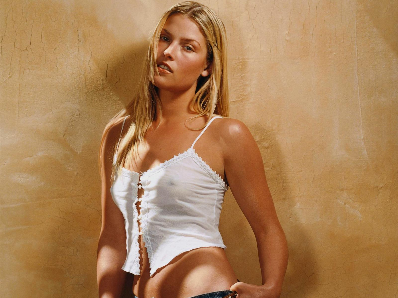 Tiny little ali larter in lingerie fuck sex xxx