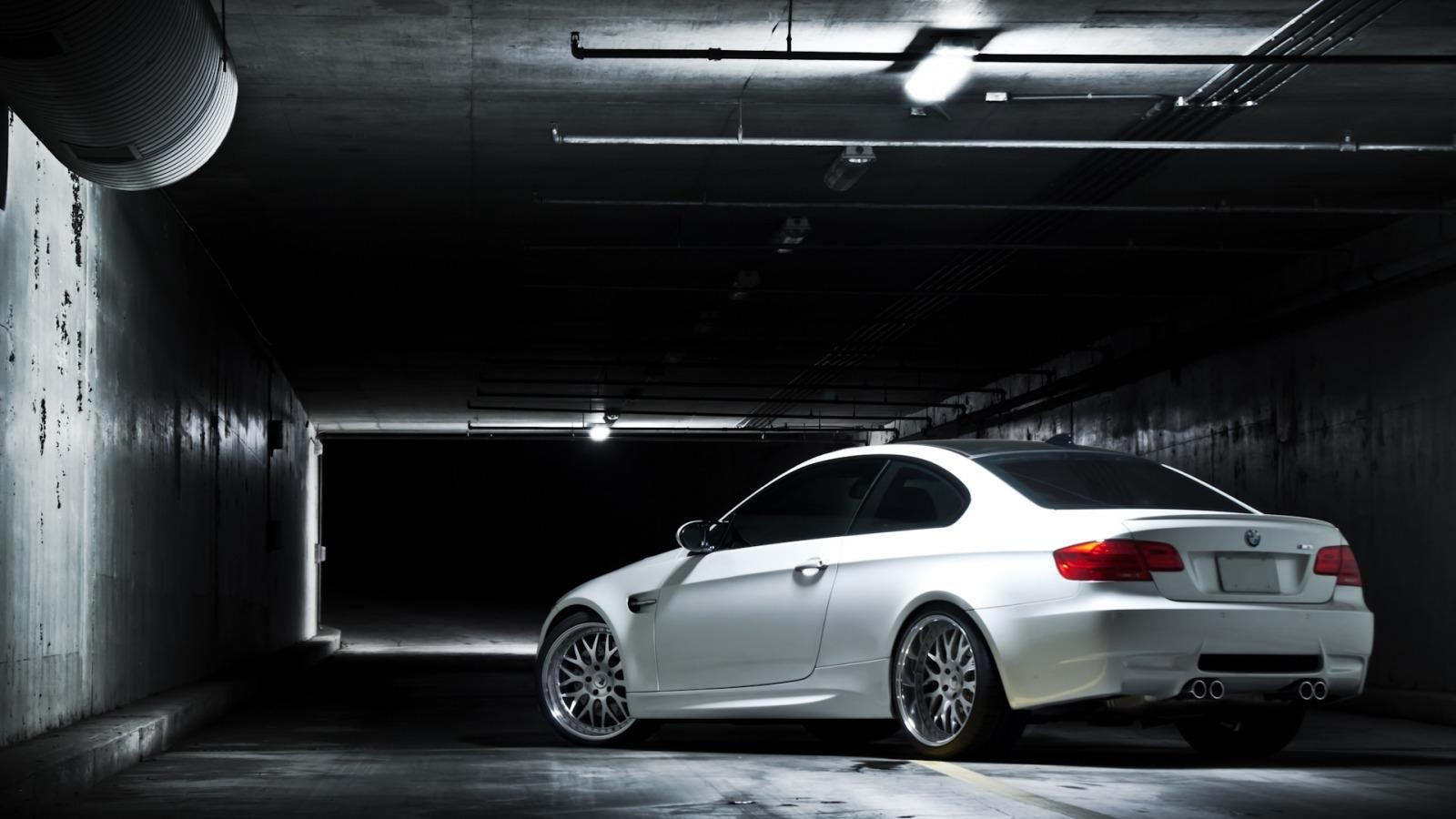 серо-белая BMW  № 477556 загрузить