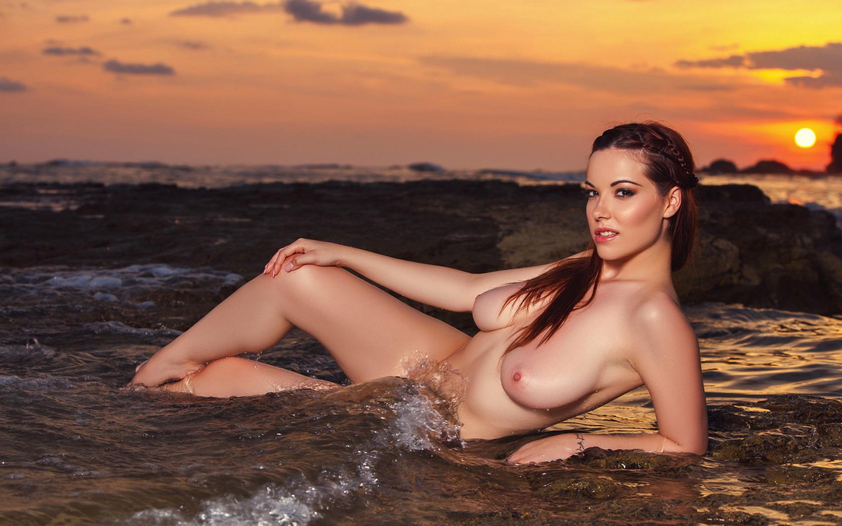 elizabeth-whitmere-nudes-girls-bollywood