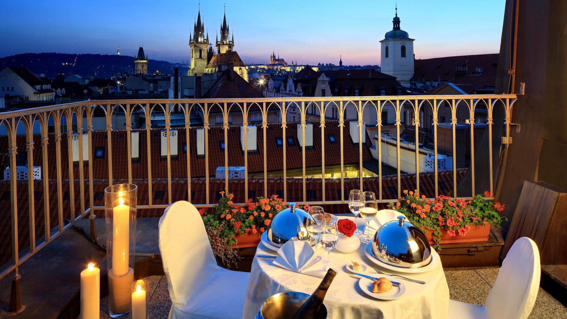 Скачать обои балкон, ужин, cesko, prague, прага, czech, чехи.