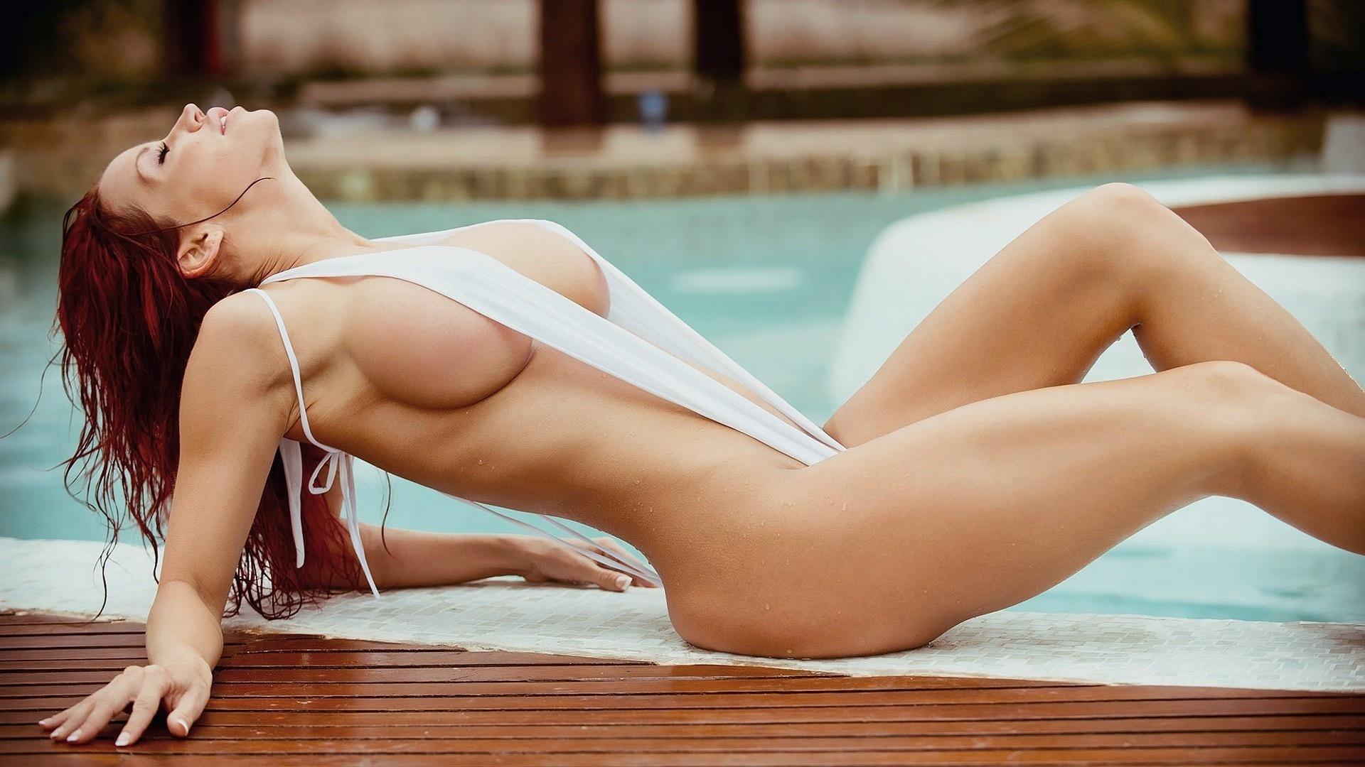 sisyastimi-devkami-ero-bikini-oboi-starih-pizd