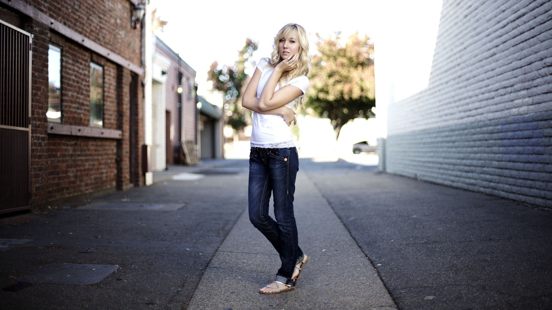 заворожённая фото девушек в повседневной жизни блондинок снимает