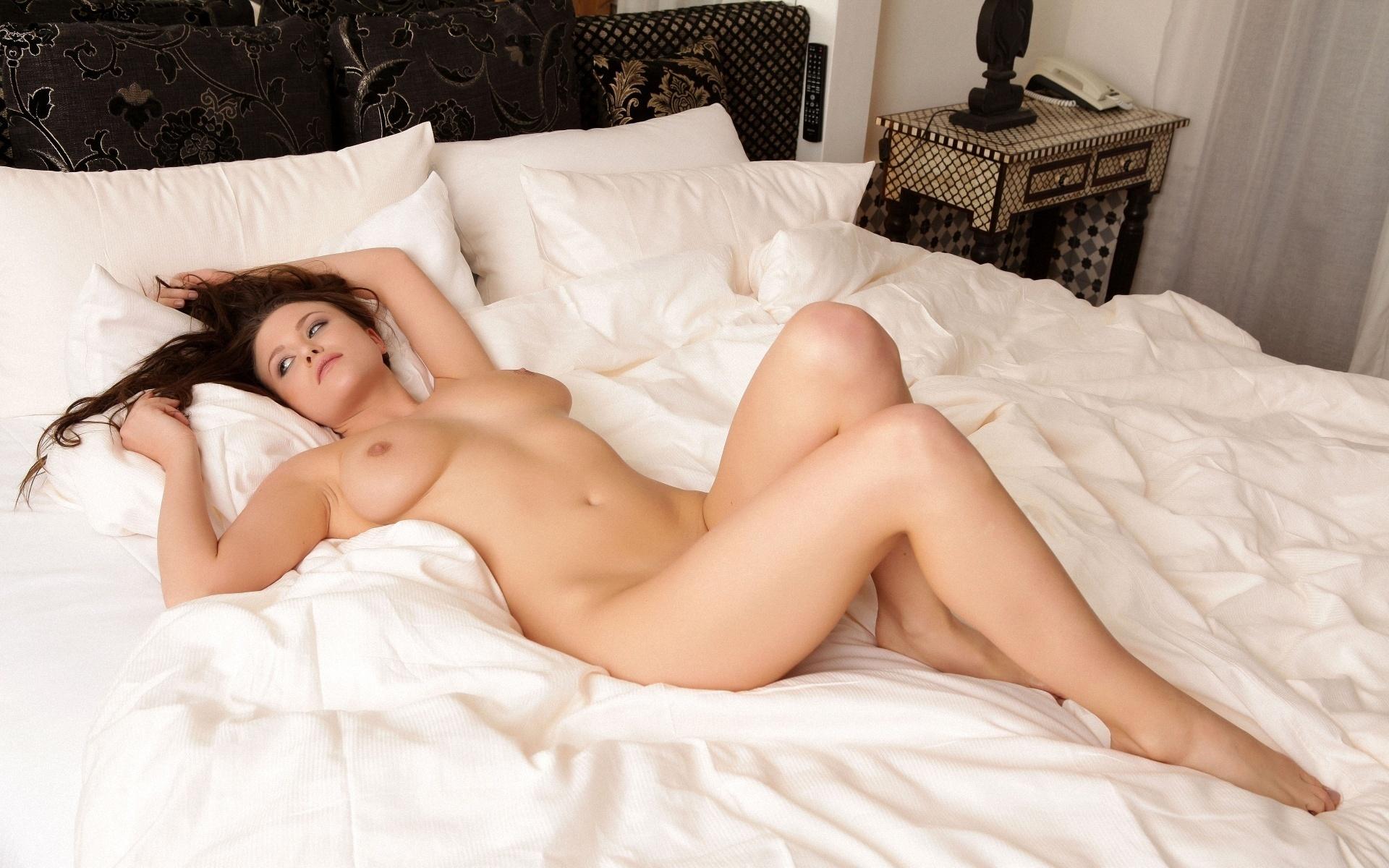 Фото голых девушек в постели