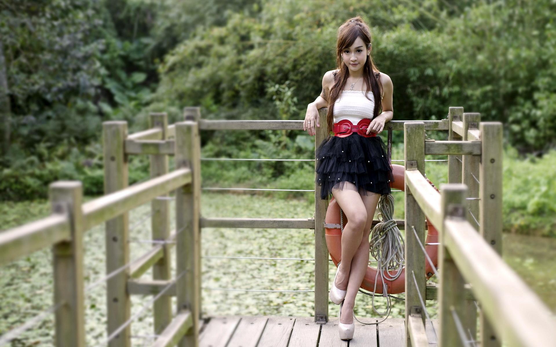 девушка мост зон дома  № 3575313 без смс
