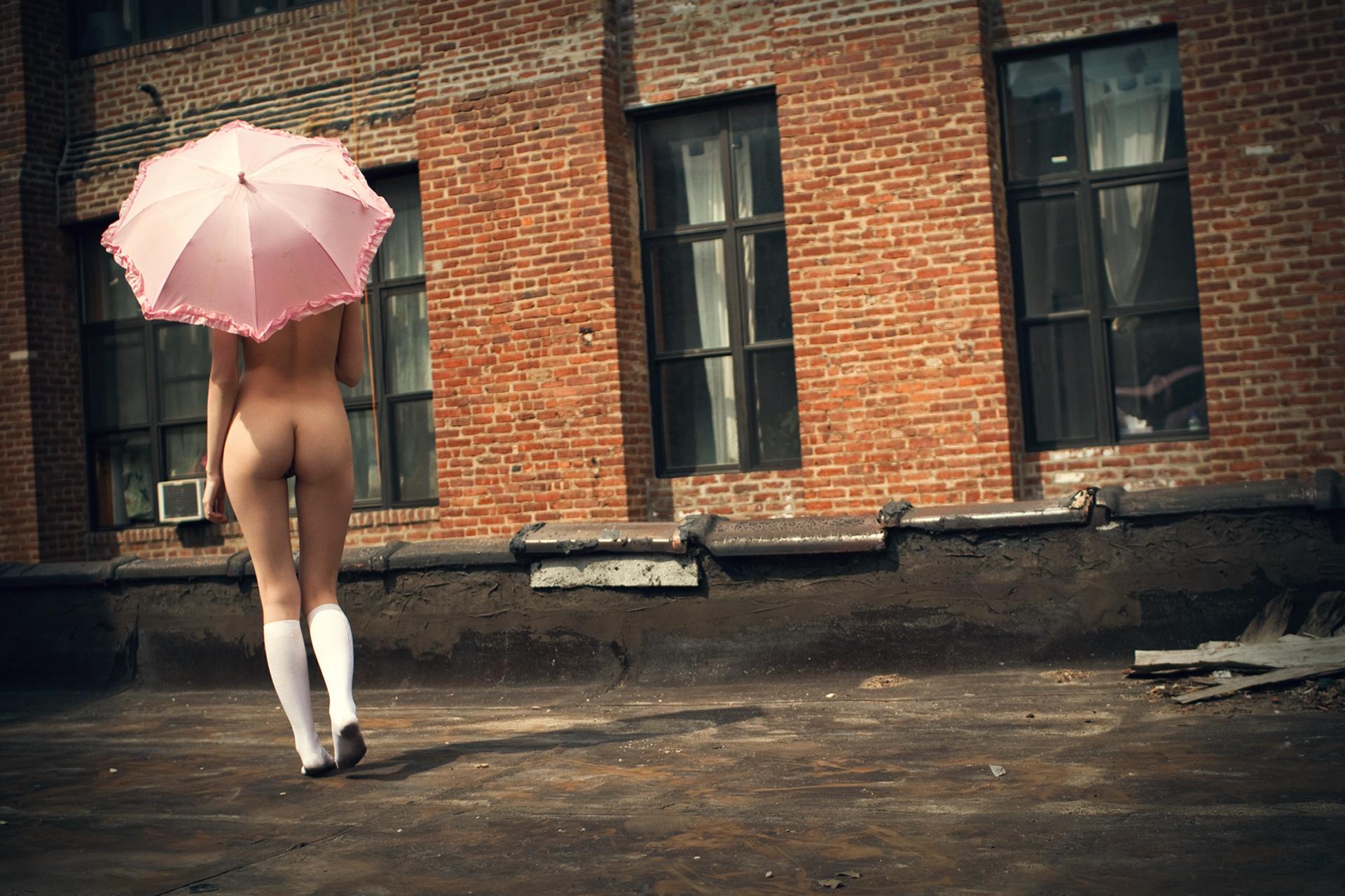 Фото женщины голые на крыши 21 фотография