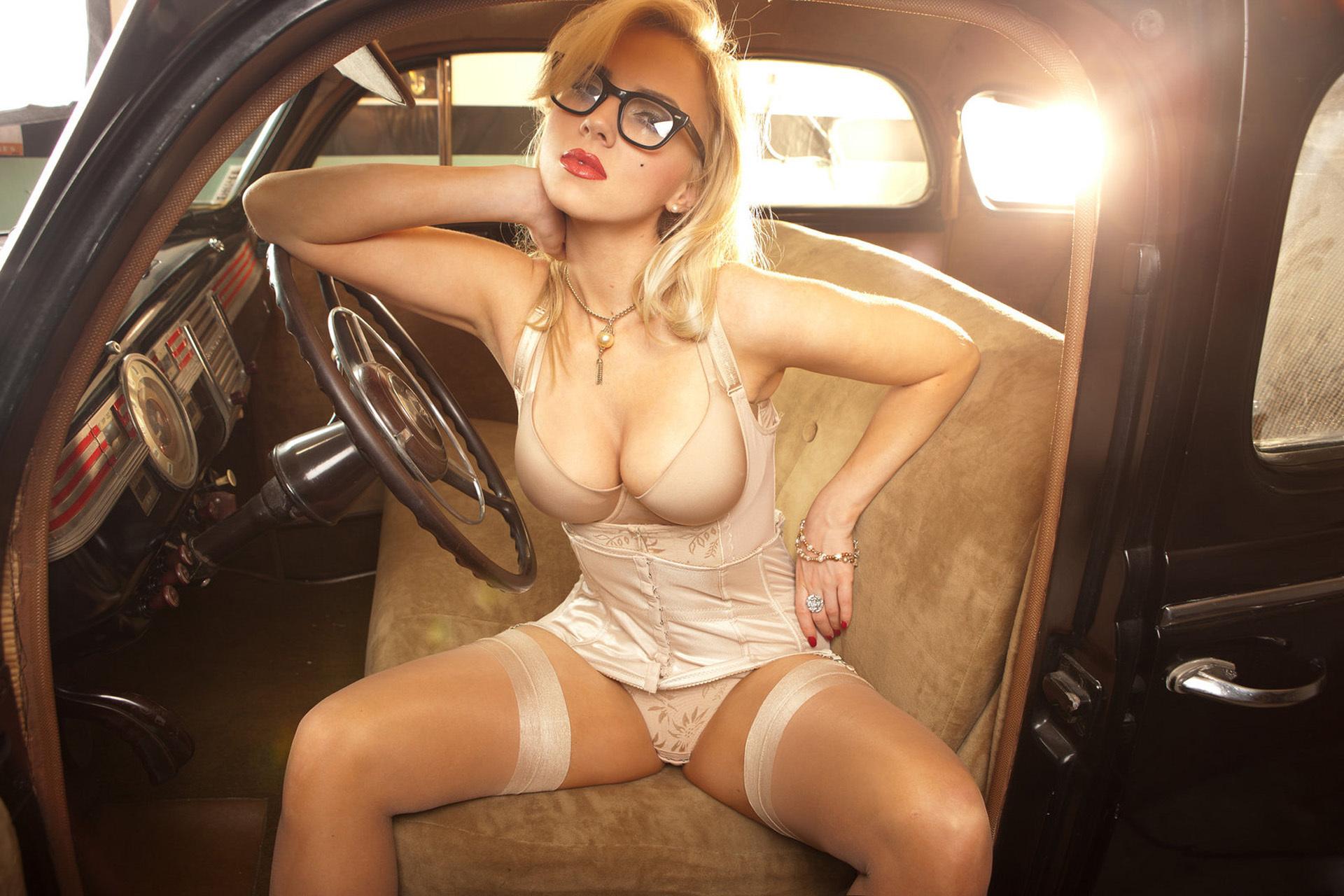 Эротика девушка с очками 11 фотография