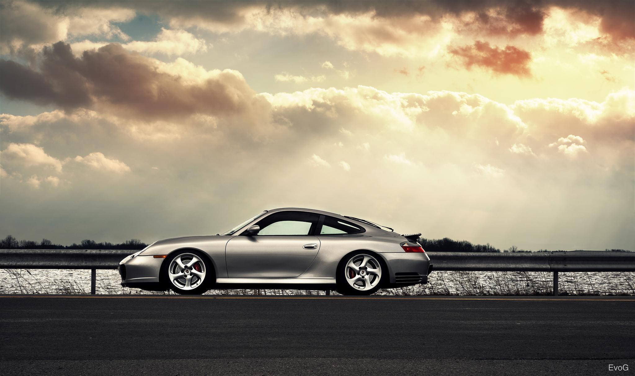 серебристая Porsche  № 984893  скачать