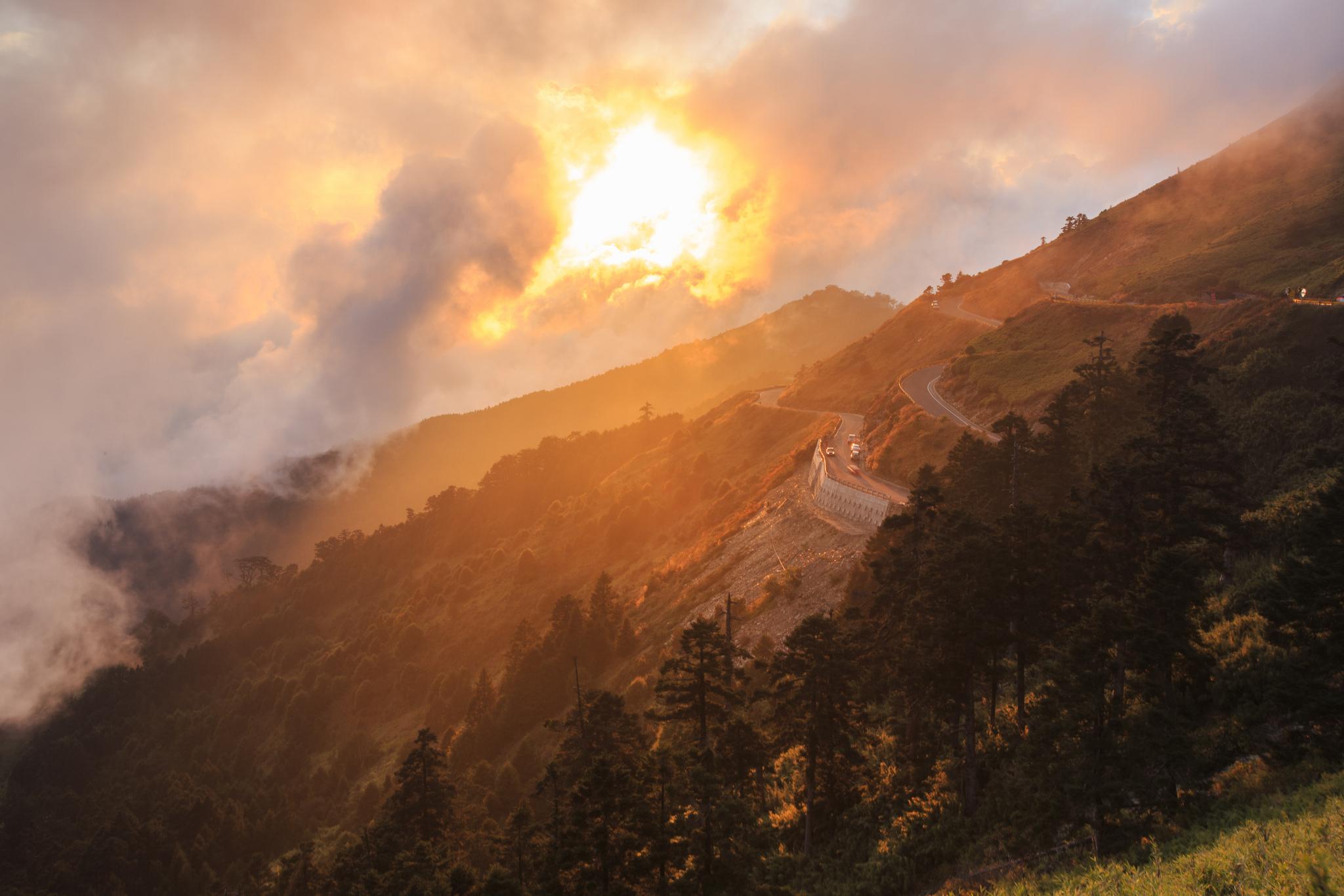 Солнце, рассвет, горы, холмы, дорога  № 3302233  скачать