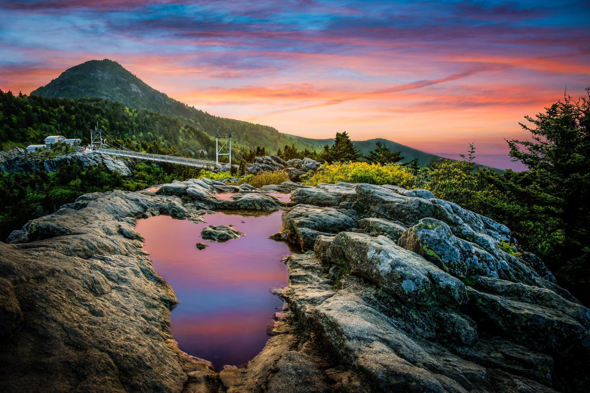 Озерцо мостик лес горы  № 2950118 загрузить