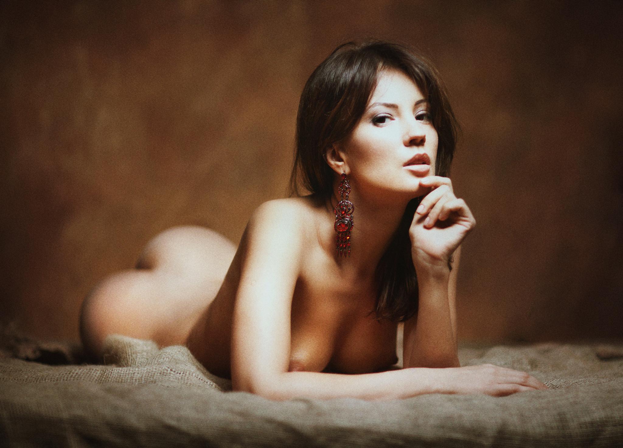 Фото эротика профессиональное, Ню фото красивых девушек и женщин. Смотреть бесплатно 23 фотография