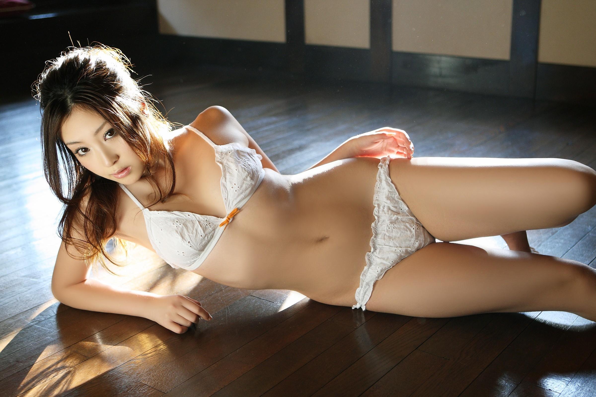 Японки в лифчиках 15 фотография