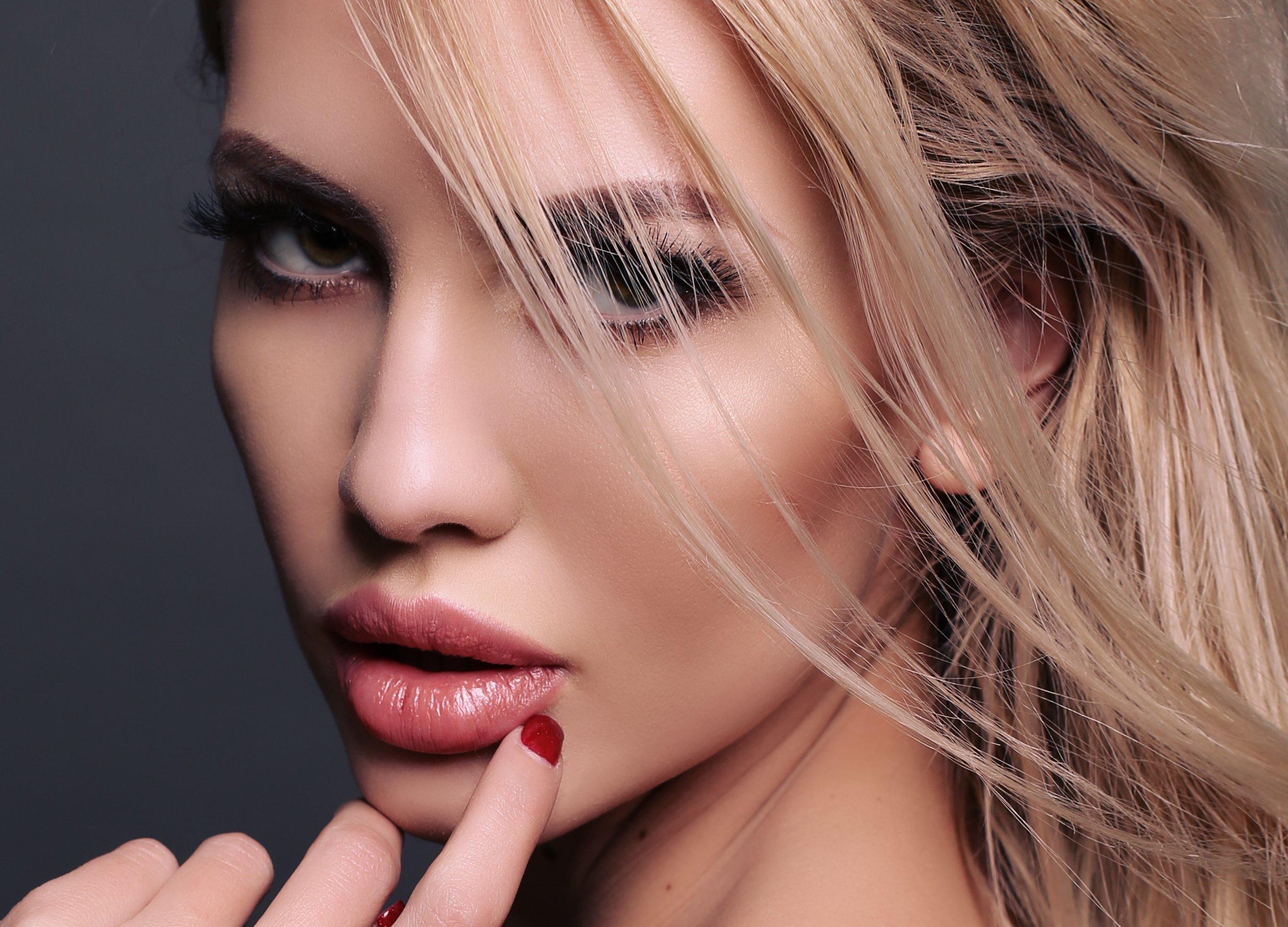 Красивые девушки пухлые губки