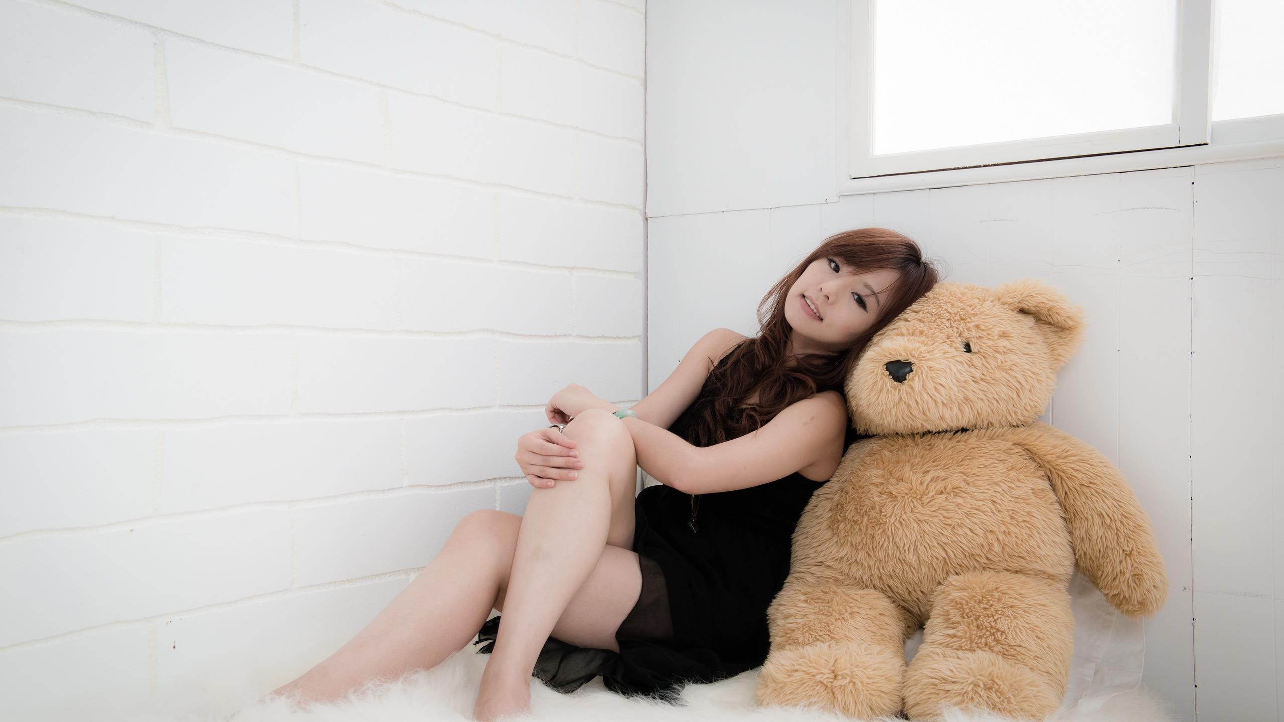 девушка медведь плюшевый  № 351168  скачать