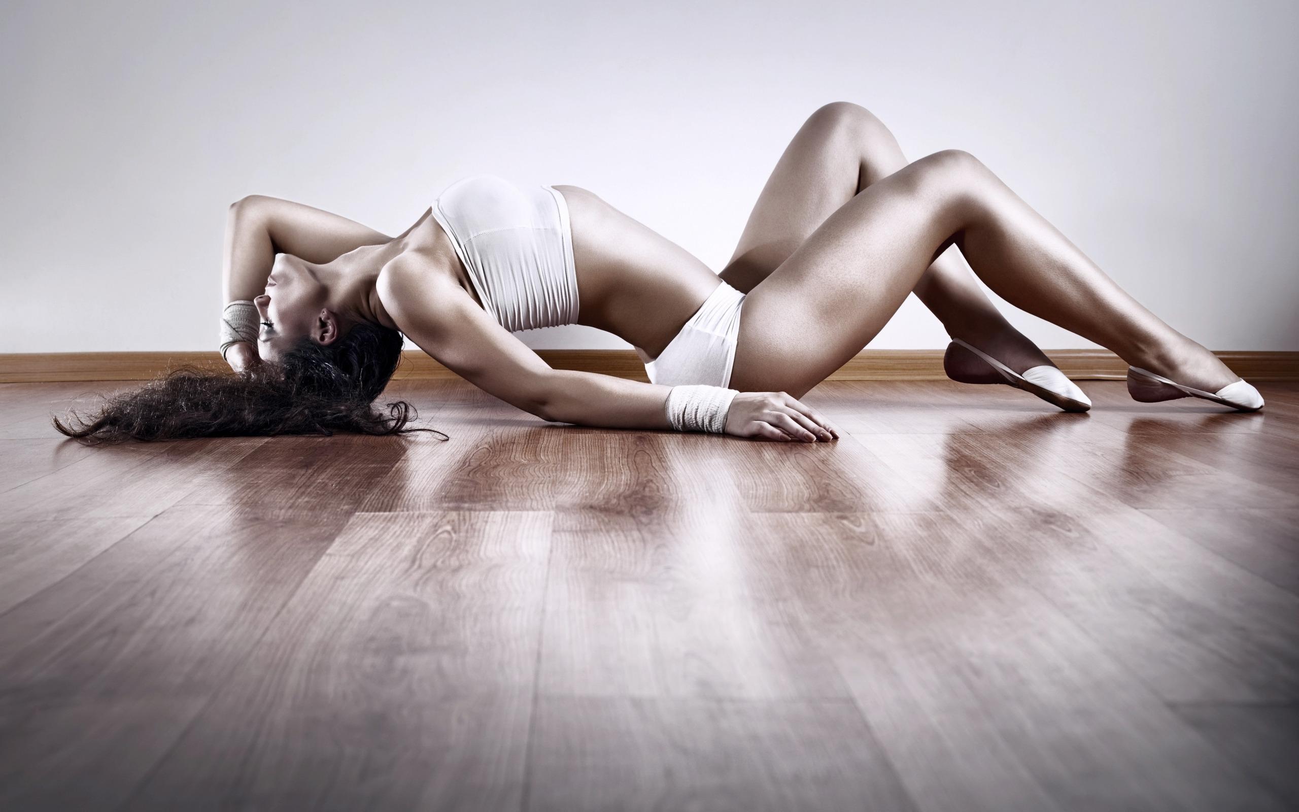 Sexy girls strip dance