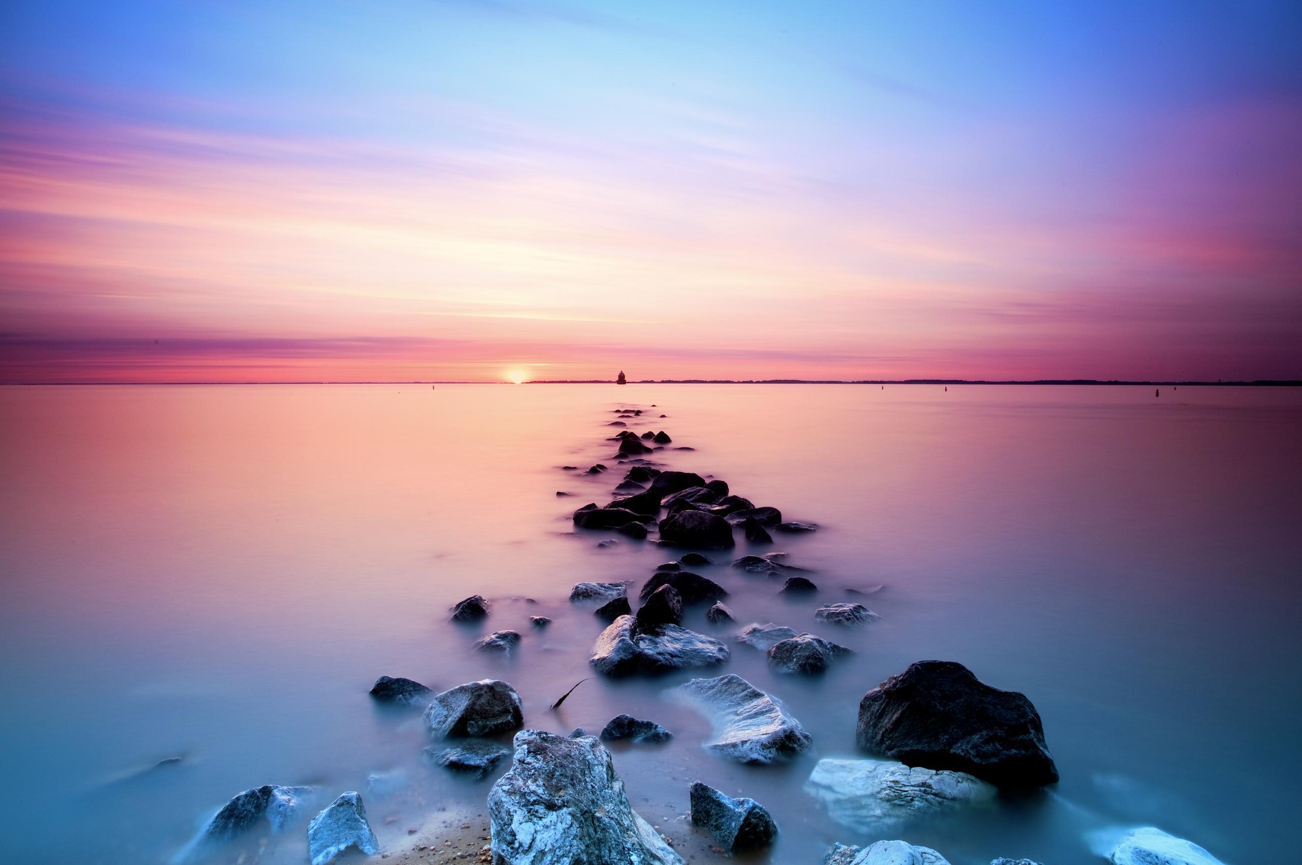 розовый закат, море, горы  № 3110189 бесплатно