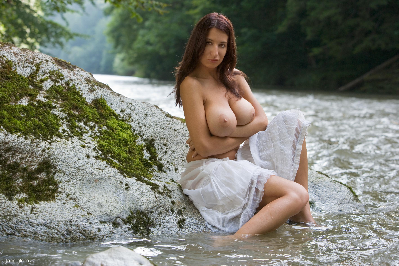 Реальный оргазм красивой девушки на природе 7 фотография