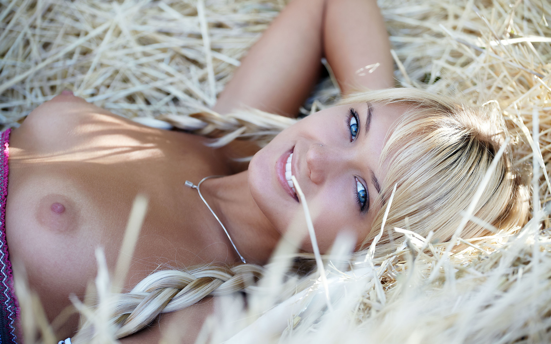 Фото эротические он и она на сеновале, Голые на сеновале » Эротика фото голых девушек на 19 фотография