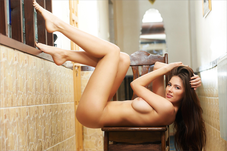девки, голые девушки с обалденными ножками видео азиатка стеснительно прикрывает