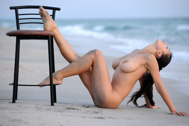Черноволосые девушки голые 10 фотография