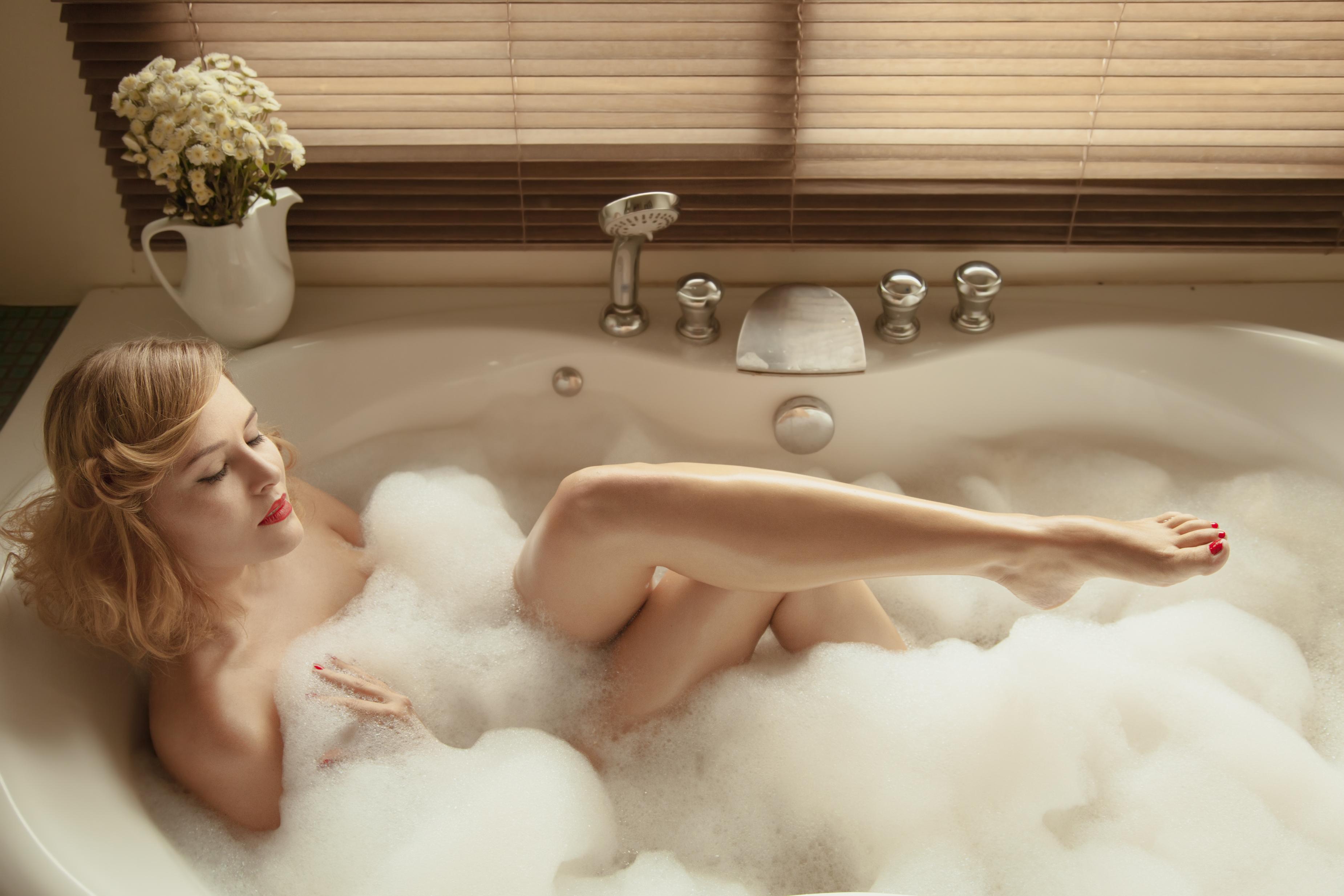 Красотки Ласкаются В Ванной