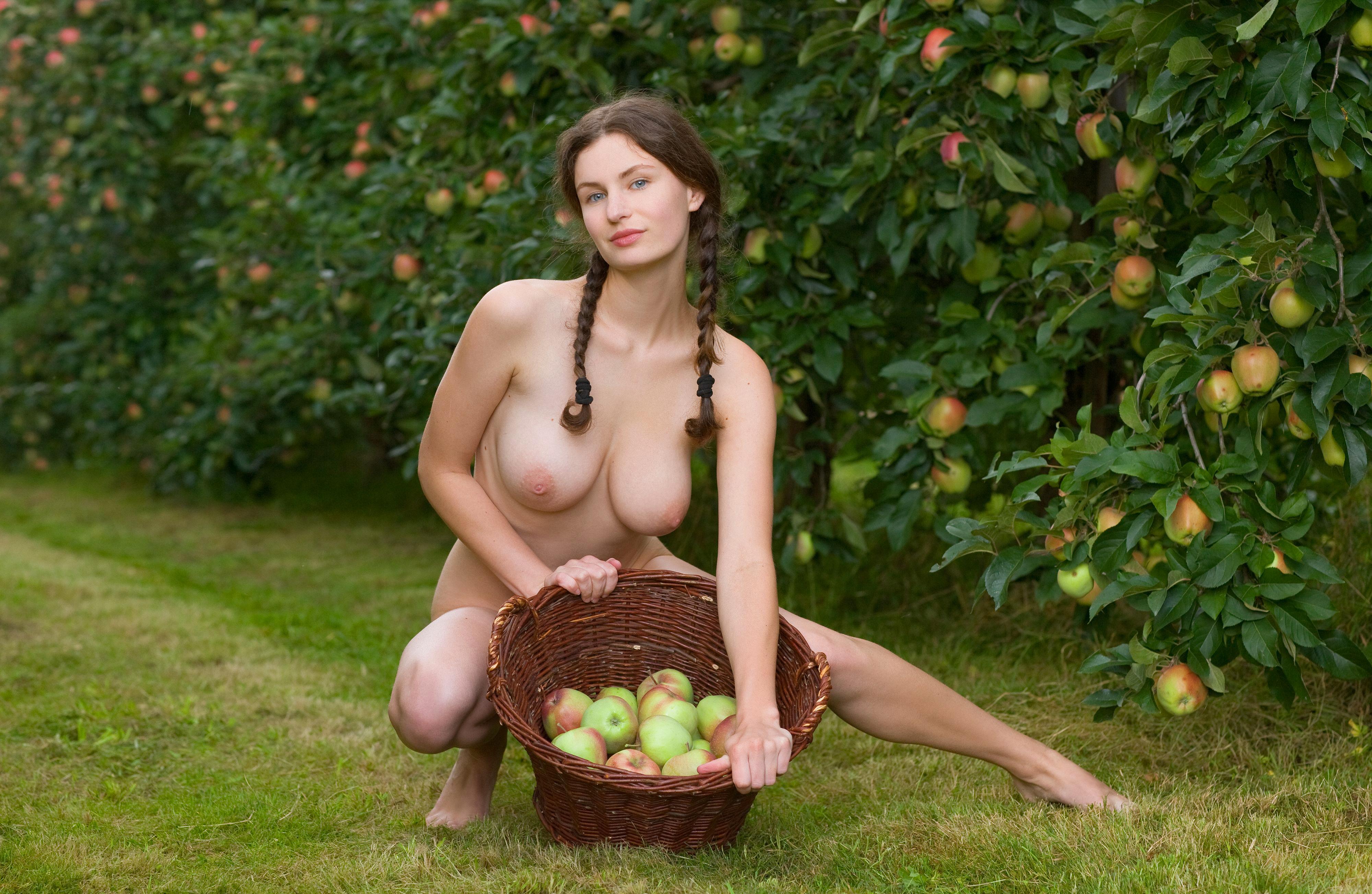 Яблоко от яблони эротика фото 806-643