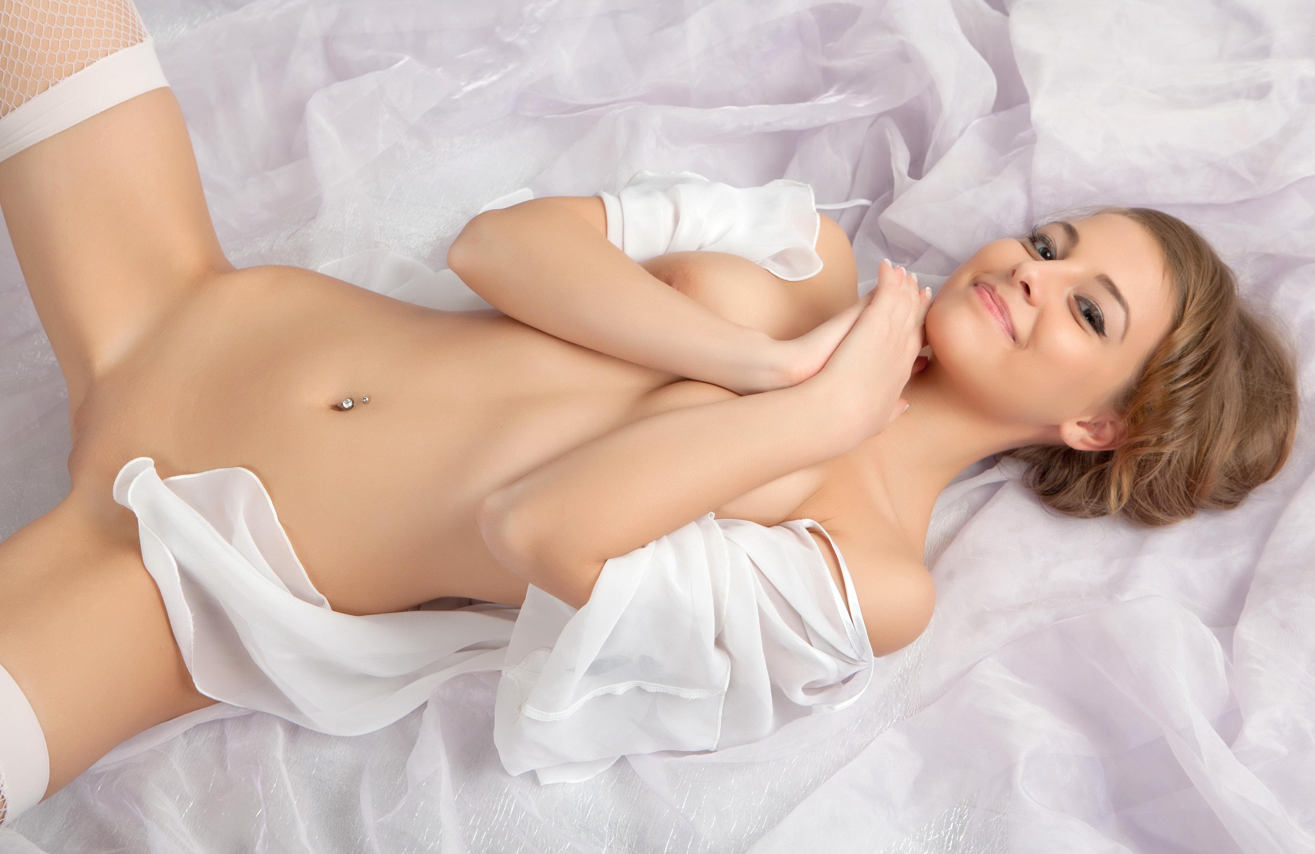 лесбийка седи фото голых девчонок в белых чулках смеясь долстал