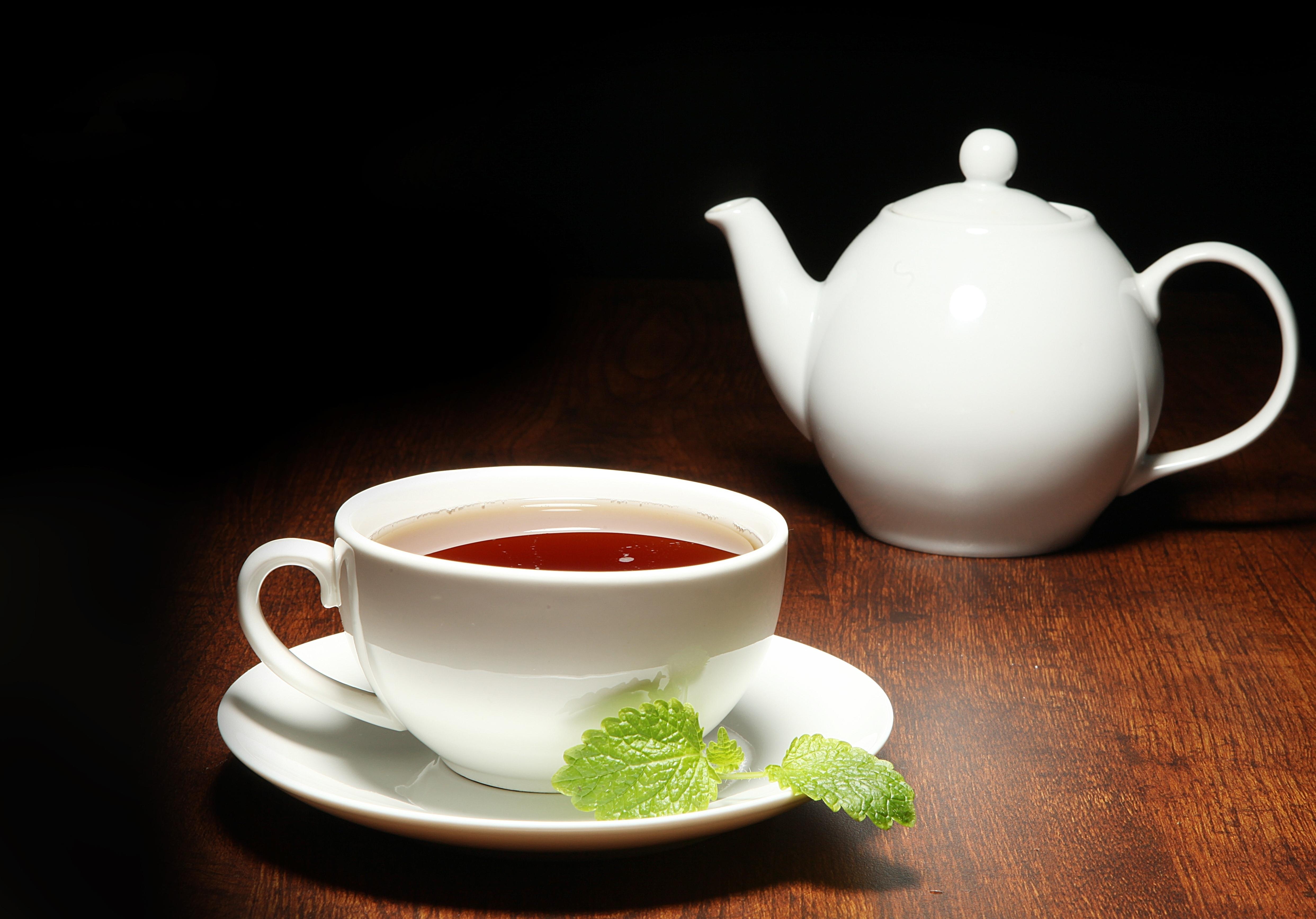 хлеб чай кружка чайник масло  № 2118836 бесплатно