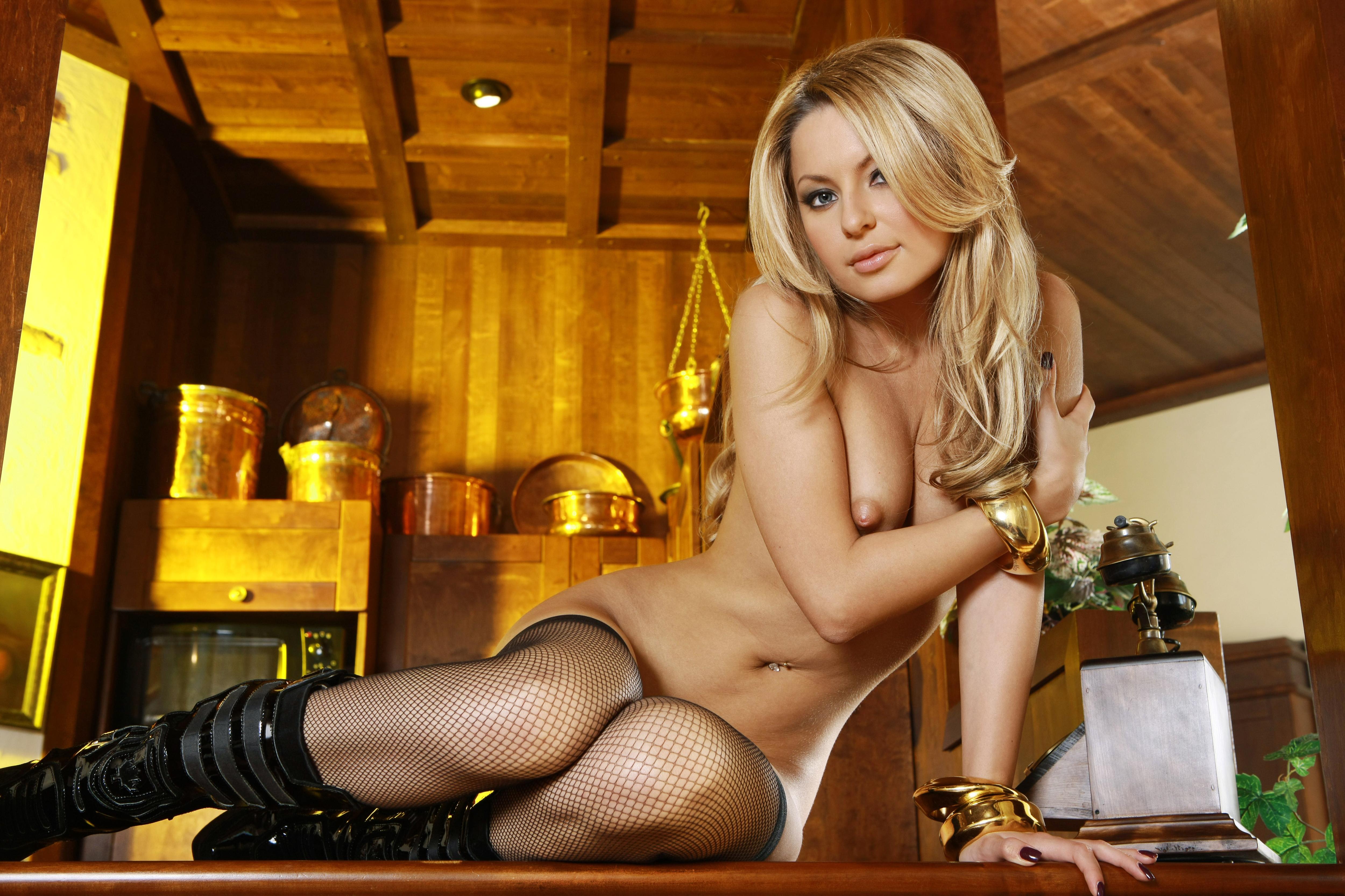 Сексуальные блондинка в колготках 3 фотография