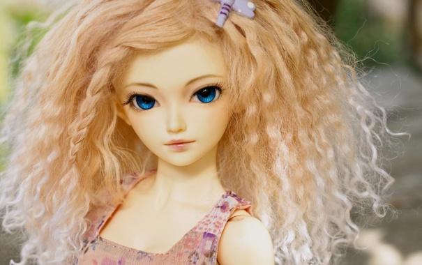Фото обои взгляд, игрушка, кукла, блондинка, кудри