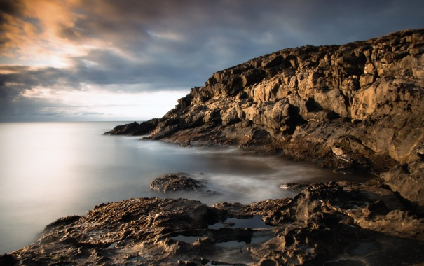 Фото обои море, небо, облака, тучи, камни, берег