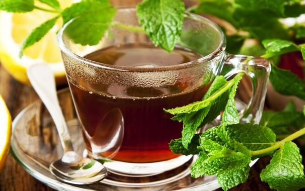 Фото обои листья, лимон, чай, зеленые, пар, ложка, чашка
