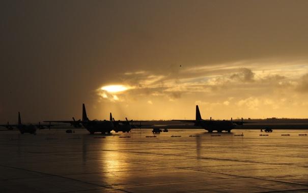 Фото обои закат, Нью-Йорк, вечер, аэродром, самолёты, военно-транспортные