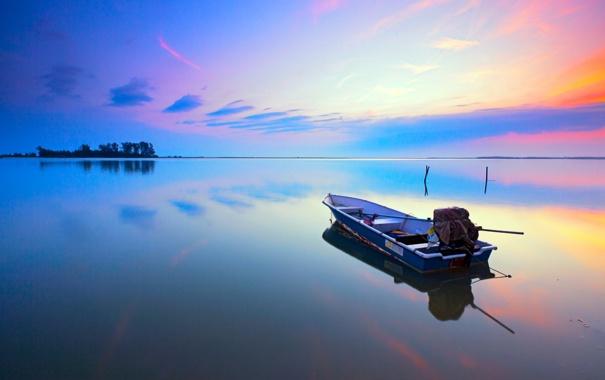 Фото обои небо, облака, деревья, закат, озеро, лодка, остров