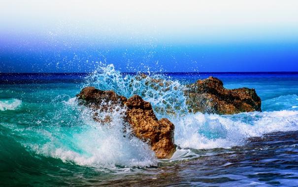 Фото обои море, небо, брызги, камни