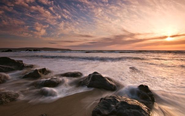 Фото обои песок, море, волны, камни, берег, морской пейзаж