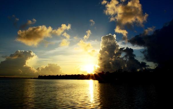 Фото обои небо, облака, закат, река, берег