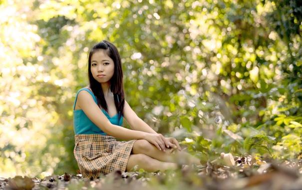 красивая азиатка дает обнажилась улеглась диване