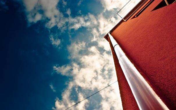 Фото обои облака, стена, здание, Небо, труба