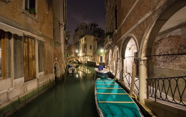 Фото обои небо, ночь, мост, огни, лодка, дома, Италия