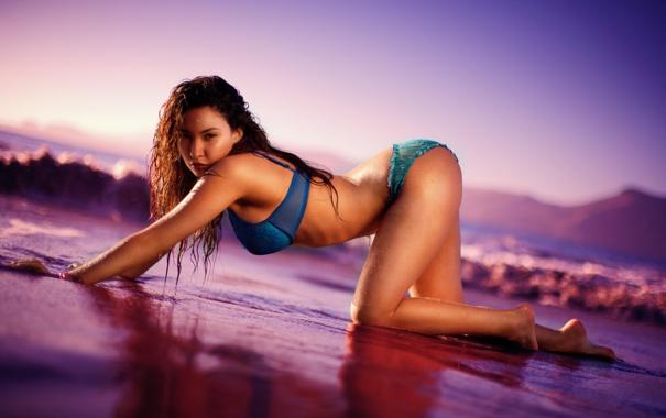 Фото обои море, пляж, купальник, закат, мокрая