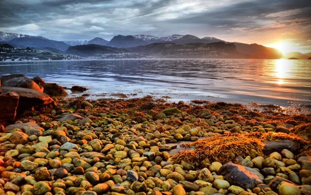 Фото обои море, закат, горы, камни, побережье, Норвегия, Hardangerfjorden