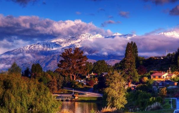 Фото обои облака, снег, деревья, горы, озеро, остров, дома