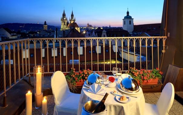 Фото обои цветы, свечи, балкон, прага, столик, Prague, Czech