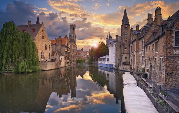 Фото обои закат, дома, лодки, канал, Бельгия, Брюгге, городской пейзаж