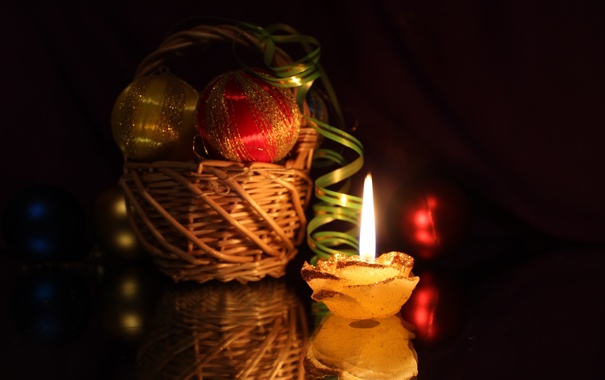 Фото обои свет, отражение, шары, корзина, игрушки, свеча, лента