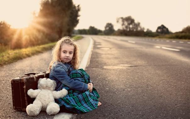 Фото обои дорога, игрушка, медведь, мишка, девочка, чемодан, toy