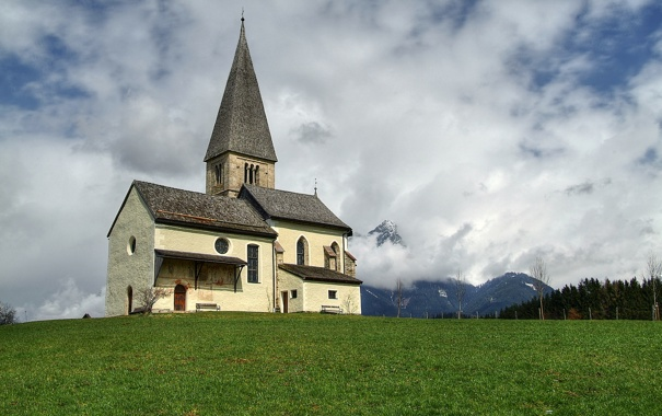Фото обои лес, облака, горы, поляна, старая церковь