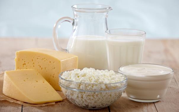 Фото обои стакан, стол, сыр, молоко, чашки, кувшин, творог