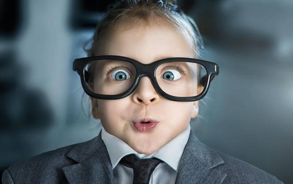 Фото обои ребенок, удивление, очки, прикол, гримаса, photographer, John Wilhelm