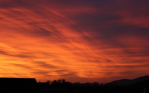 Фото обои крыша, небо, облака, деревья, закат, дом, силуэт
